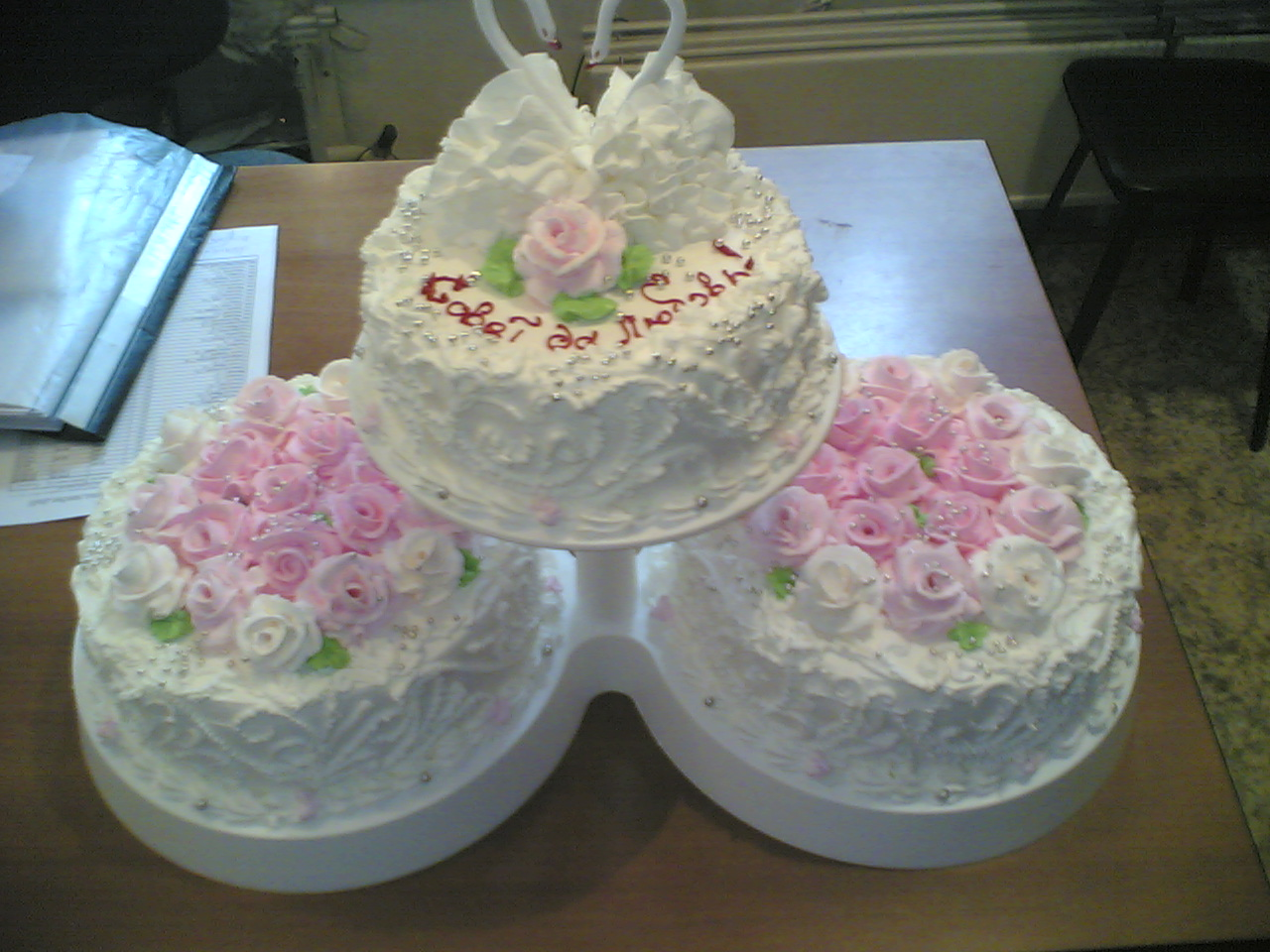 Украшение свадебного торта своими руками: идеи и фото 42
